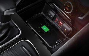 Kia Optima GT con cargador inalámbrico para el móvil