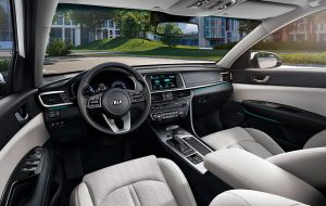 Interior de lujo del Kia Optima PHEV híbrido enchufable