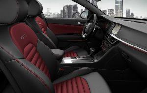 Interior deportivo en rojo del Nuevo Kia Optima SW GT
