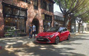 Toyota Corolla Hybrid aparcado en la calle