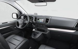 Salpicadero con pantalla táctil y GPS del Toyota Proace Verso