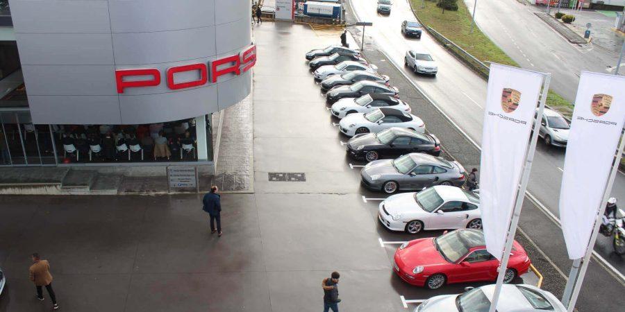 Sábado de exposición de deportivos Porsche, Ferrari, Mercedes...