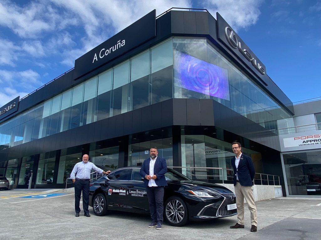 Entrega del Lexus ES 300h a Mobile Week Ourense en nuestras instalaciones de Perillo