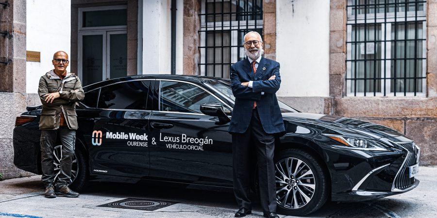 Mariano Gómez-Ulla, presidente de Red Mundo Atlántico y José Luis Baltar, presidente de la Diputación Provincial de Ourense con el Lexus ES 300h